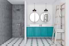 Ванная комната просторной квартиры, голубая раковина и ливень, полки бесплатная иллюстрация