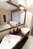 ванная комната omfortable Стоковые Фотографии RF