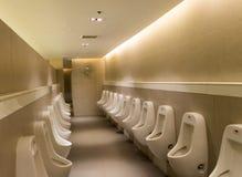 Ванная комната ` s людей туалета и общественный туалет Стоковое фото RF