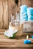 ванна вспомогательного оборудования миражирует полотенца спы установки Стоковое Фото