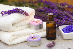 ванна вспомогательного оборудования миражирует полотенца спы установки Стоковые Изображения RF