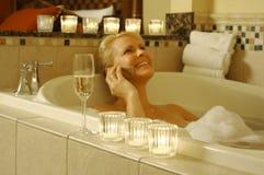 ванна ослабляет женщину Стоковые Изображения RF