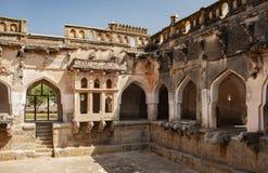 Ванна ферзей, старые руины в Hampi, Индии стоковое изображение rf