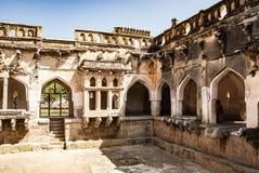 Ванна ферзей, старые руины в Hampi, Индии стоковые фотографии rf
