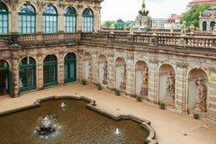 Ванна фонтана нимф во дворце zwinger в Дрездене стоковая фотография