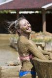 Ванны грязи взятия маленьких девочек Стоковое Фото