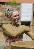 Ванны грязи взятия маленьких девочек Стоковая Фотография RF