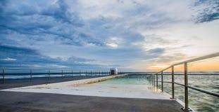 Ванны Merewether на восходе солнца стоковые изображения