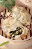 2 вареника с зелеными цветами и и сыром Стоковые Фото
