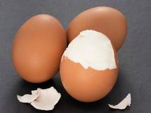 3 вареного яйца на предпосылке шифера Стоковое Изображение