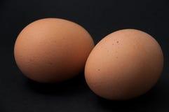 2 вареного яйца на черной предпосылке Стоковые Фотографии RF