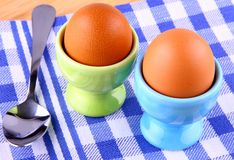 2 вареного яйца с ложкой Стоковое Изображение