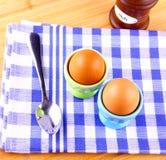 2 вареного яйца с ложкой Стоковое Фото
