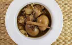 Вареное яйцо с свининой в супе Стоковое Изображение