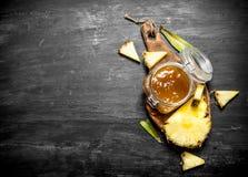 Варенье ананаса в опарнике Стоковые Фотографии RF
