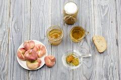 Варенье и чай персика стоковое изображение rf