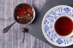 Варенье конуса чашки чаю и кедра Стоковое Изображение RF