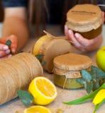 Варенье плодоовощ с лимоном и яблоком Стоковое Изображение