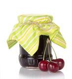 Варенье сладостных вишен и свежие ягоды Стоковые Изображения