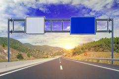 2 варианта с пустыми дорожными знаками на шоссе Стоковое Фото