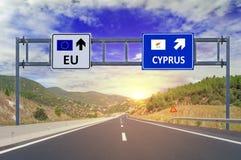 2 варианта EC и Кипр на дорожных знаках на шоссе Стоковая Фотография RF