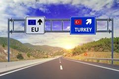 2 варианта EC и Турция на дорожных знаках на шоссе Стоковые Изображения RF