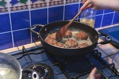 варить бак meatballs Стоковая Фотография RF