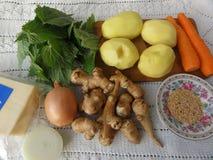 Варить вегетарианскую еду с овощами стоковые фотографии rf