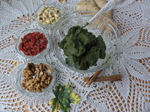 Варить вегетарианскую здоровую еду с ягодами goji Стоковая Фотография