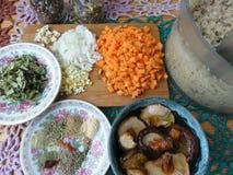 Варить вегетарианскую здоровую еду стоковое изображение