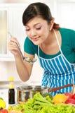 Варить вкусную еду стоковое изображение