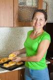 варить женщину заполненную сердцевиной vegetable Стоковое фото RF