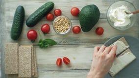 Варить здоровые сэндвичи veggie видеоматериал