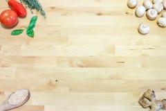 Варить ингридиенты на деревянном столе космос предпосылки пустой H Стоковое Изображение
