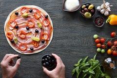 Варить итальянскую пиццу Стоковая Фотография