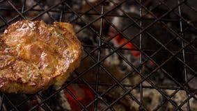 Варить мясо на решетке Стоковые Изображения RF
