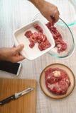 Варить мясо с рецептом от интернета Стоковые Изображения