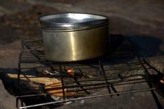 Варить на деревянном огне стоковая фотография rf