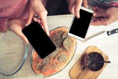 Варить обедающий от взгляд сверху рецепта интернета Стоковые Изображения