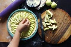Варить домодельный яблочный пирог Стоковое Изображение