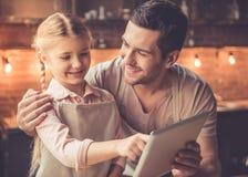Варить отца и дочери Стоковые Фото