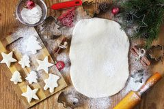 Варить печенья масла различных форм на деревянном столе Стоковая Фотография