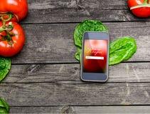 Варить рецепты на умном телефоне Стоковая Фотография