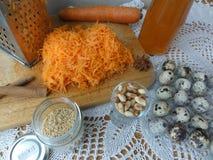 Варить торта сезама моркови цветков одуванчиков Стоковые Изображения