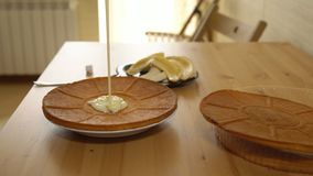 Варить торт Применение сконденсированного молока на испеченных тортах акции видеоматериалы
