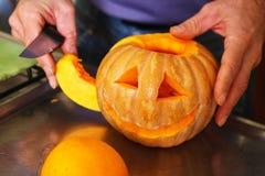 Варить тыкву на хеллоуин Стоковые Изображения RF