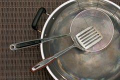варить утвари w нержавеющей стали kitchenware Стоковое фото RF