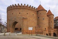 Варшава, Польша - барбакан - полукруглый укрепленный аванпост столетия XVI со стенами обороны и городищами  стоковые фотографии rf