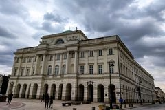 Варшава, Польша, 8-ое марта 2019: Фасад здания Palac Staszica дворца Staszic неоклассического Antonio Corazzi и Мэриан стоковая фотография
