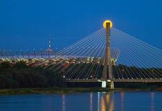 Варшава, Польша - 20-ое июля 2016: Панорамный взгляд поднимая fullmoon над национальными стадионом и мостом Swietokrzyski Стоковые Фотографии RF